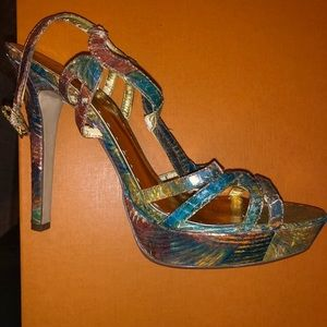 BCBG multicolored heel size 9.5